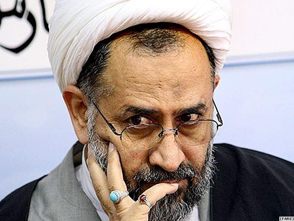 دشمن همه هستی اش توسط انقلاب اسلامی به خطر افتاده است