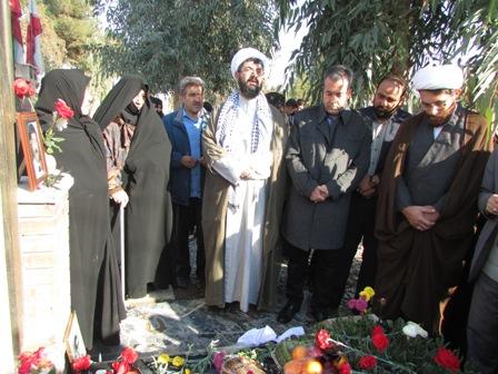 حضور شهردار ورامین در گلباران مرقد اولین شهید ۱۰ دی +گزارش تصویری