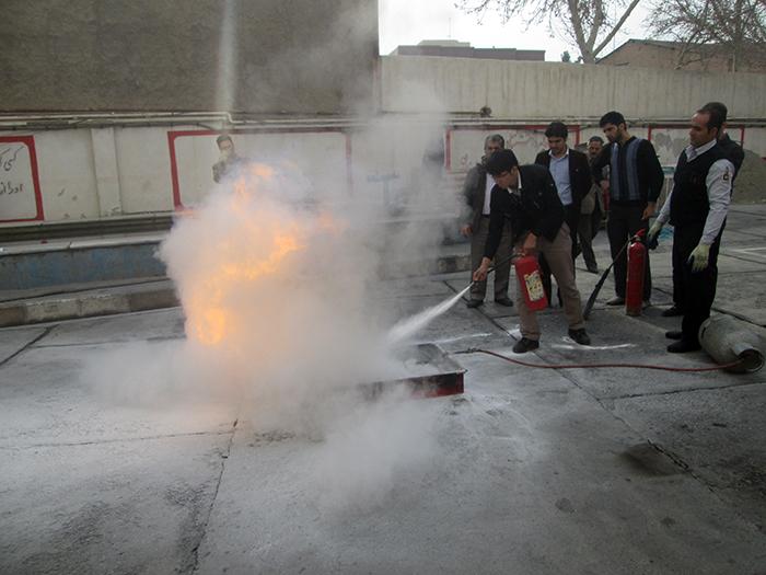 گزارش تصویری آموزش اطفاء حریق به کارکنان هلال احمر توسط سازمان آتش نشانی ورامین
