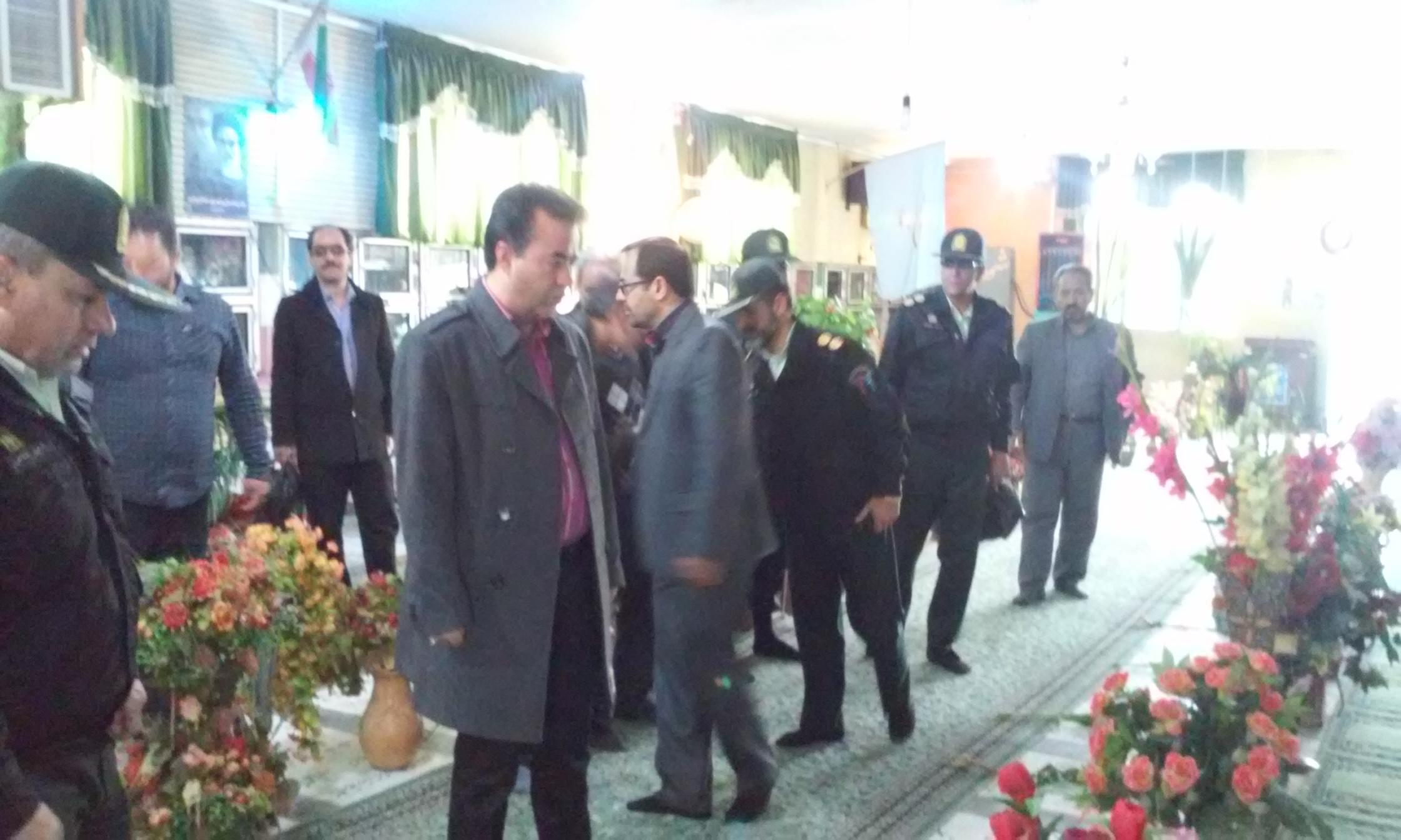 حضور شهردار ورامین در غبارروبی مزار شهدای سید فتح اله ورامین به مناسبت «روز شهید»