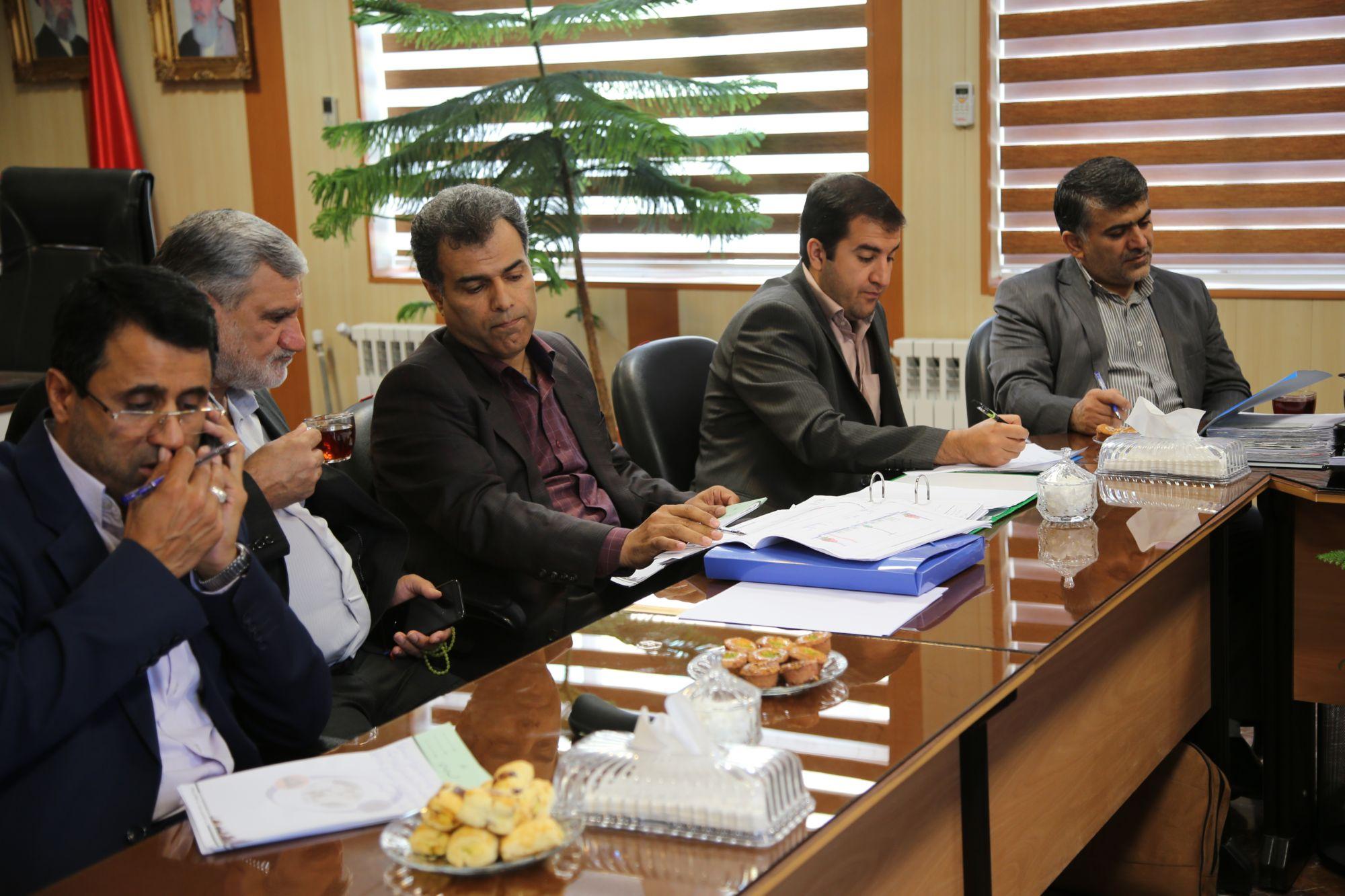 جلسه مشترک شهرداری و شورای شهر ورامین با راه آهن جمهوری اسلامی برگزار شد