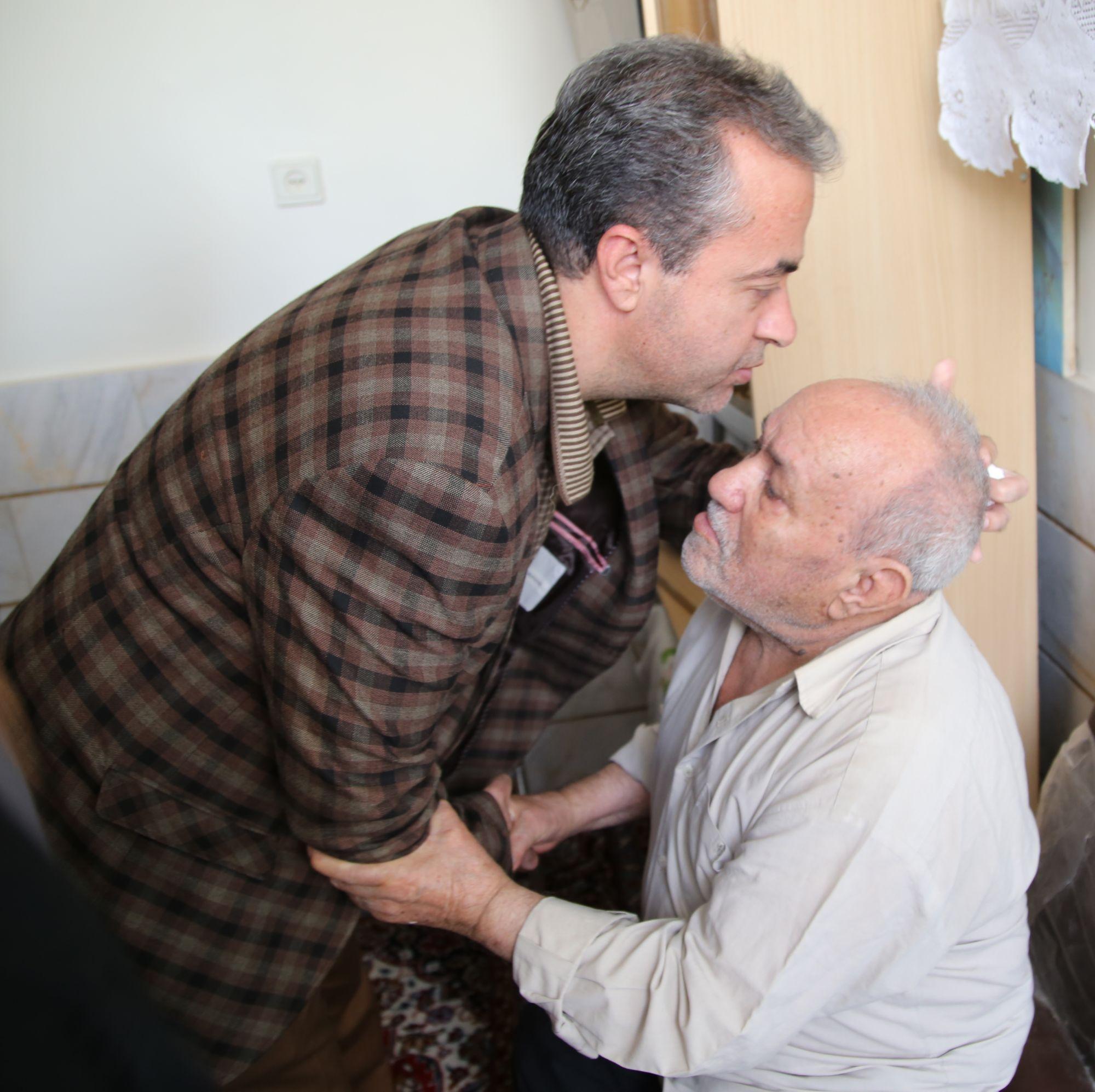 دیدار شهردار و امام جمعه موقت ورامین با خانواده شهدای شهرستان