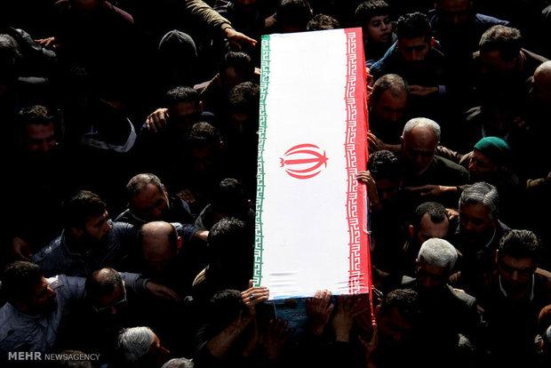 با حضور مردم مومن و انقلابی؛ پیکر شهید مدافع حرم در ورامین تشییع شد