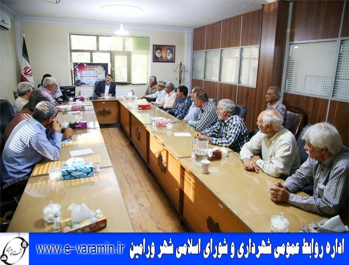 تاکسی داران خط ورامین-شوش ، مشکلات خود را با ریاست شورای اسلامی شهر ورامین مطرح نمودند .